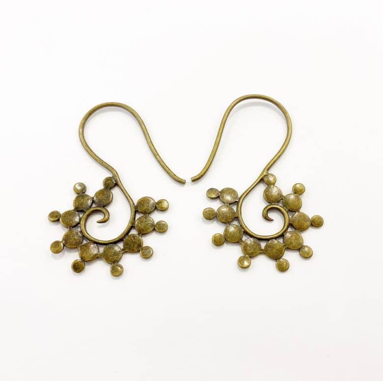 Decorative ear hangers